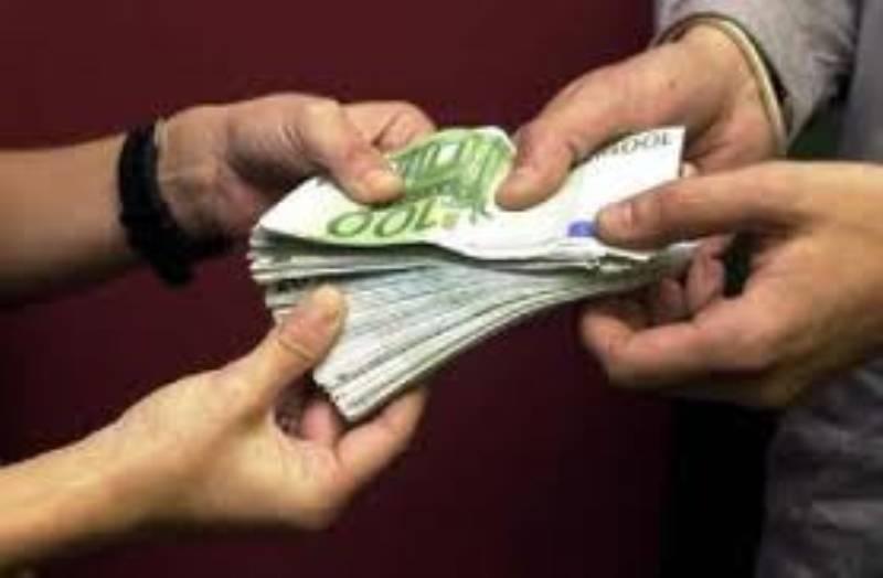 Oferta de empréstimo com todas as pessoas na necessidade