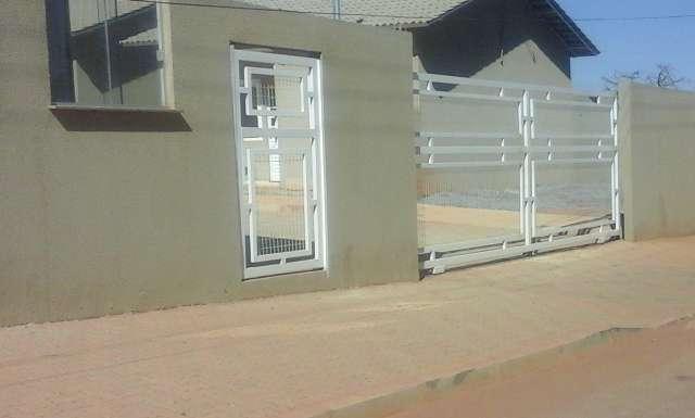 Casas em condomínio fechado, há 300 metros da linha de ônibus e há 08 min. do shopping de valparaíso