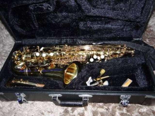 Saxofone alto esagle sa 501 mib laquaedo semi novo-usado umas 5 vezes