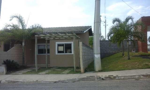 Casas de 02 quartos em condomínio com segurança 24 horas e área de lazer com mais de 15 itens